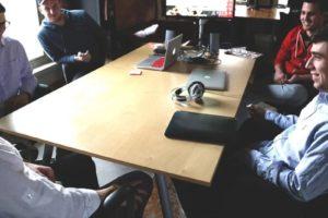 Vendeur à domicile de produits dans des réunions